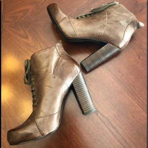 Nine West Tan Lace Up Booties. Size 7.5